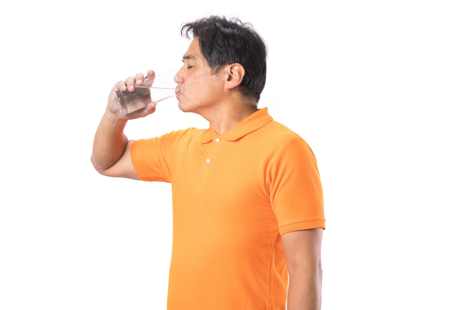 水を飲もう~腰痛にもダイエットにも良い理由「代謝」